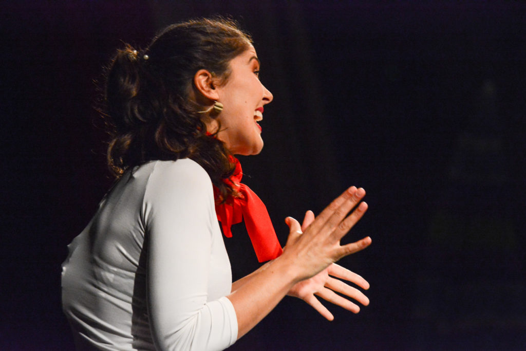 La alumna Antonia Triviño actuando